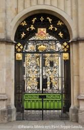 Koristeellinen portti.