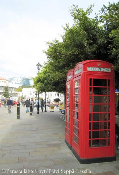 Brittiläisyys näkyy puhelinkopeissakin.