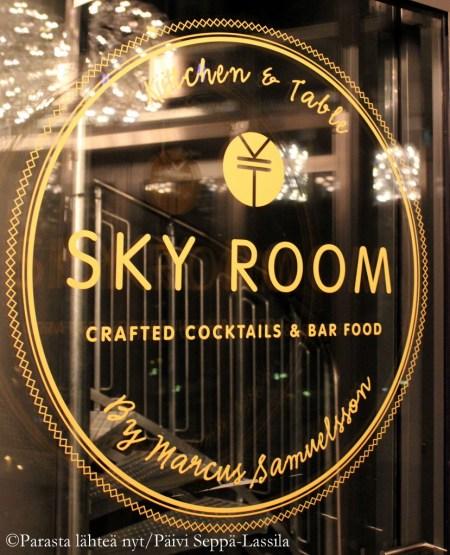 Sky Room on korekan tason baari - näkymät ovat hulppeat 16. kerroksesta.