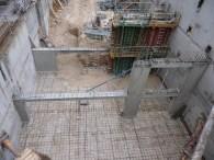 A l'extrémité gauche de la 2° structure apparait le mur du local de désenfumage