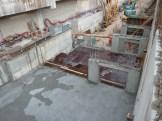 La dalle du 2° niveau de sous-sol coulée à gauche, en préparation à droite (sur planche)