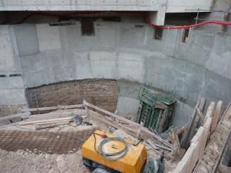Construction sur place de la partie inférieure de la rampe d'accès.