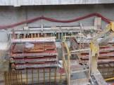 Un muret en construction au Nord, sous la dalle de l'Ibis