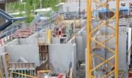Vendredi 9 mai, poses des étaies pour le coulage de la dalle supérieure du rez-de-chaussée du duplex de l'extrême Ouest de Parc 17. La photo n'est pas belle mais l'on peut y voir...
