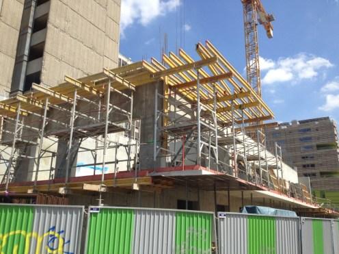 Préparation de l'installation des balcons du 2° étage de Parc 17