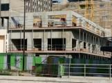 A l'Ouest, les murs de façade du 2° étage montent