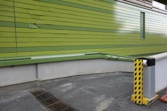 Dégâts collatéraux à la destruction des anciens bureaux de l'Hôtel Ibis au niveau de la résidence étudiante