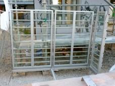 Garde corps vitré avec tubes (aluminium ?)