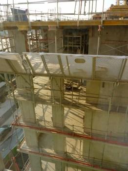 Vue plongeante de l'angle de l'immeuble depuis le 5° étage