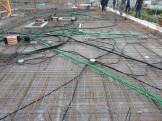 Déroulage des câbles de la pieuvre au niveau de la dalle du 7° étage avant coulage du béton