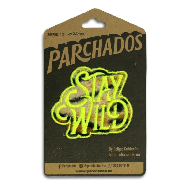 fotoproducto_parchados_patches_s101_empaque_stay_wild_neon