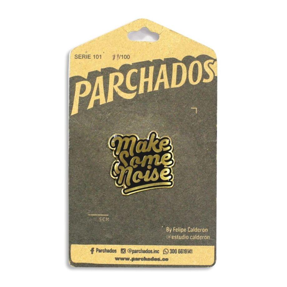 pin_make_some_noise_parchados_fotoproducto_empaque