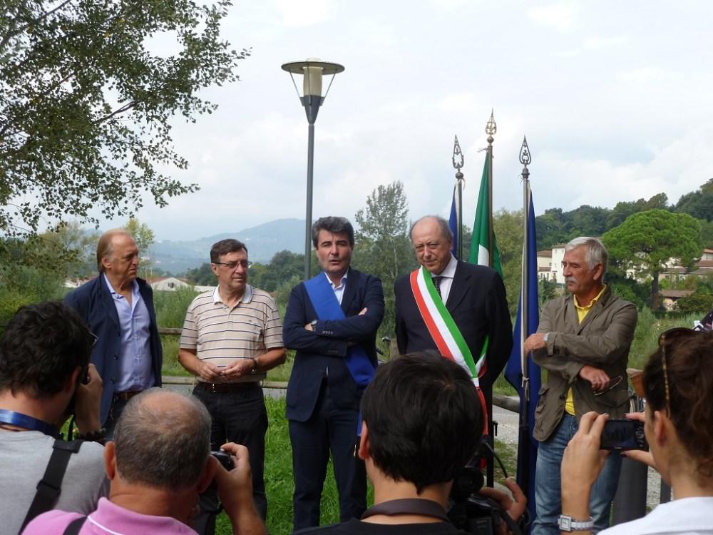 I nostri Soci Lippi e Falena promotori del collegamento ciclabile realizzato tra porta S. Maria e terrazza Petroni   (5/6)
