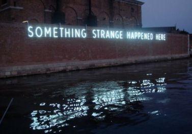 Daniel Firman - Something Strange Happened Here, 2009 - Photo Pinterest
