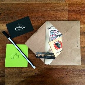 Post-it HEMA, stylo pointe fine HEMA, Carte de visite CIELL/Nicolas Waldorf/La Baïta/Artéo/Ninon Retro