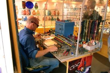 Un atelier-boutique verre de Murano (figurines)