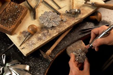 Travail d'atelier pour Chanel - Photo Robert Goossens