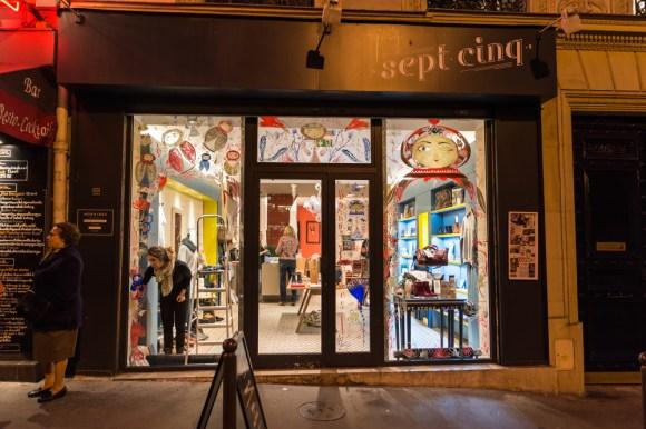 Vitrine du Concept store Le Sept Cinq, avec Rencart - Photo © Daniel Voyron