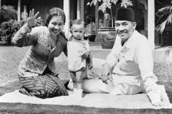 Soekarno, polygot yang menguasai banyak bahasa asing.