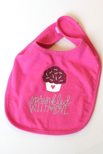 Glittering Baby Bib With Glitter Heat Transfer Material | Silhouette Project Round Up | Creative ideas for your CAMEO or Portrait