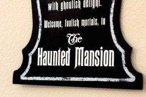 DIY Haunted Mansion Sign