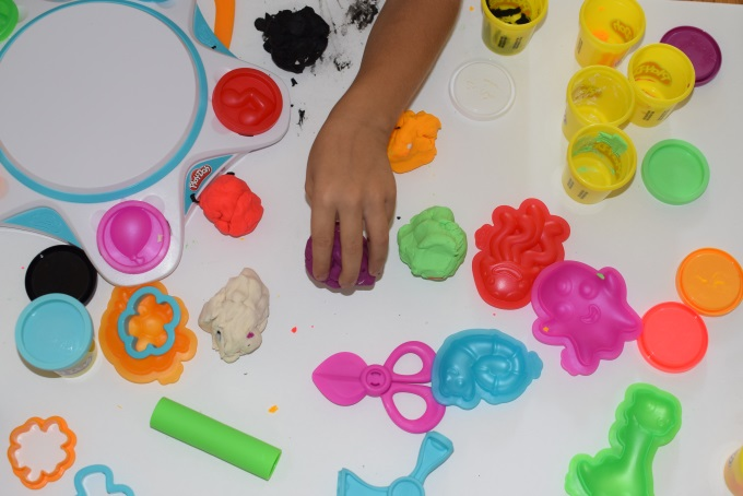Play-Doh Touch Shape to Life Studio Review hands-on fun for kids via www.parentclub.ca