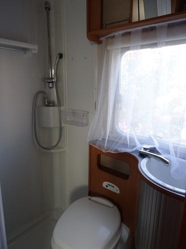 La douche dans le camping-car
