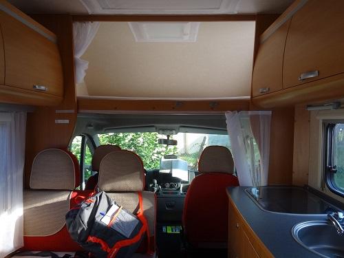 L'espace de vie dans un camping-car capucine
