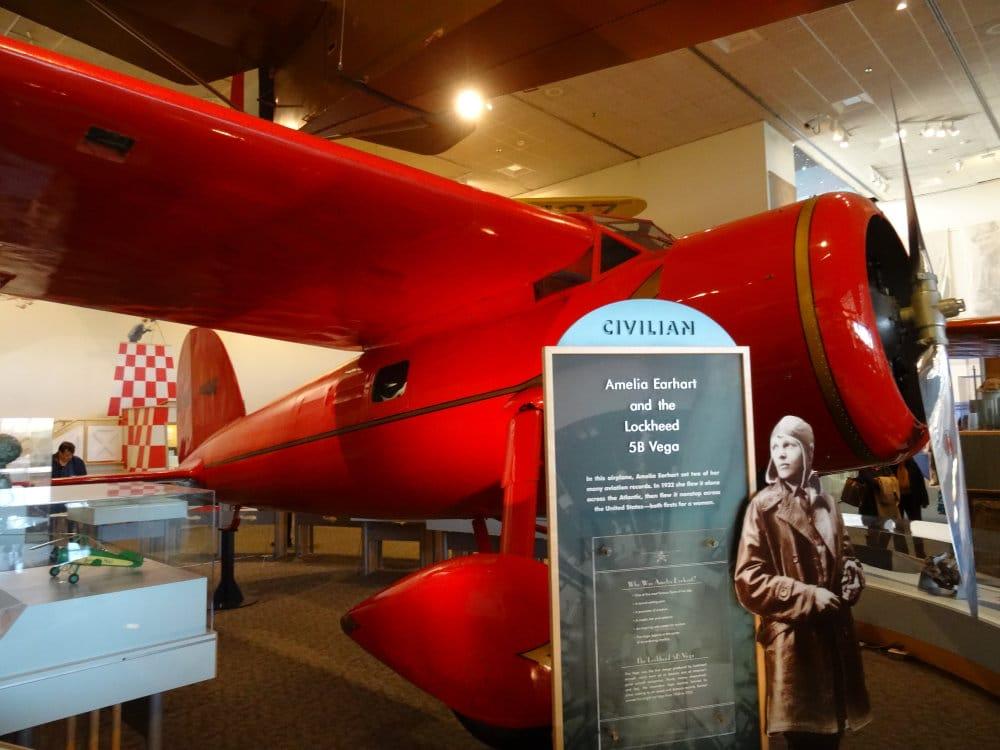 Le lockheed de la célèbre aviatrice Amelia Earhart, disparu tragiquement en volant en 1937