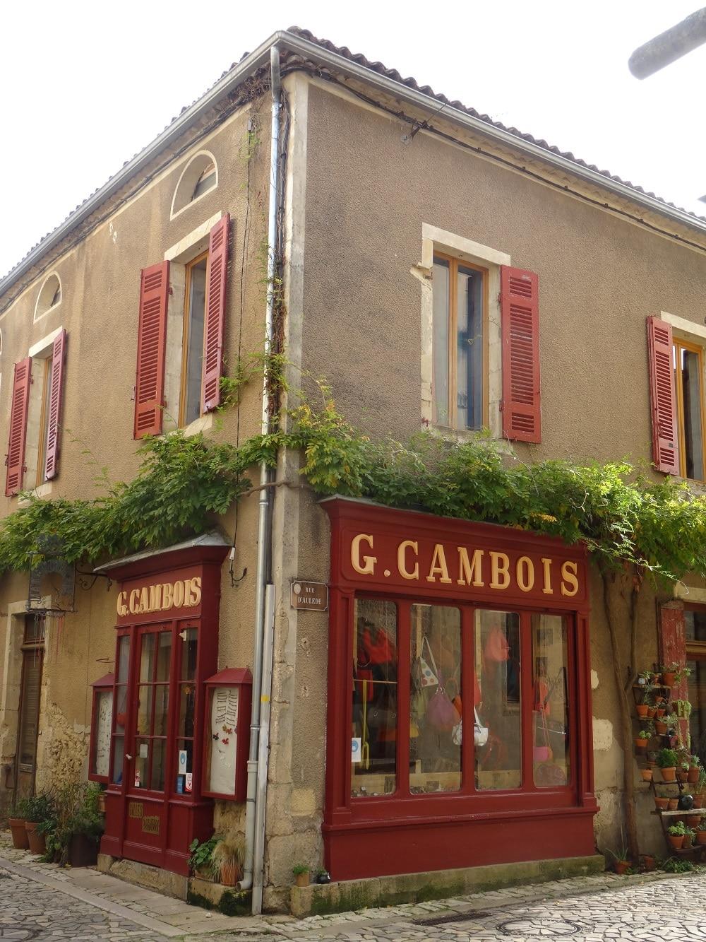 Ruelle du village médiéval de Saint-Macaire (Gironde, Entre-deux-Mers)