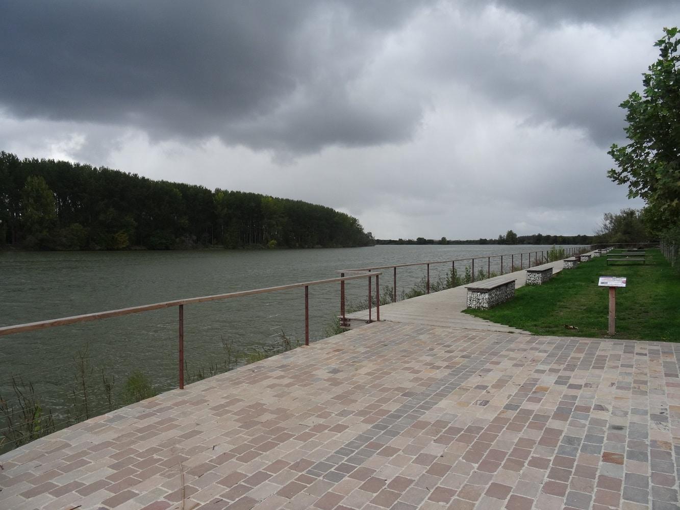 Le port aménagé de Langoiran, aux première loges pour observer le mascaret sur la Garonne