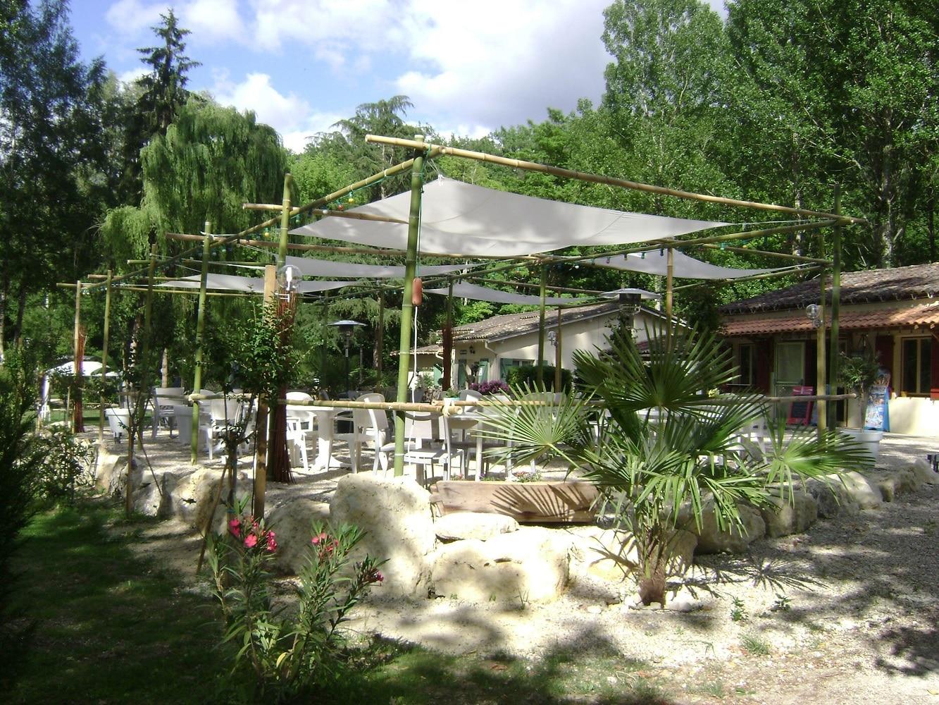 Camping de Rauzan (Gironde) - Terrasse snack