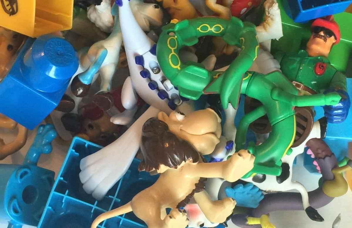 10 Tips on Minimizing and Organizing Toys