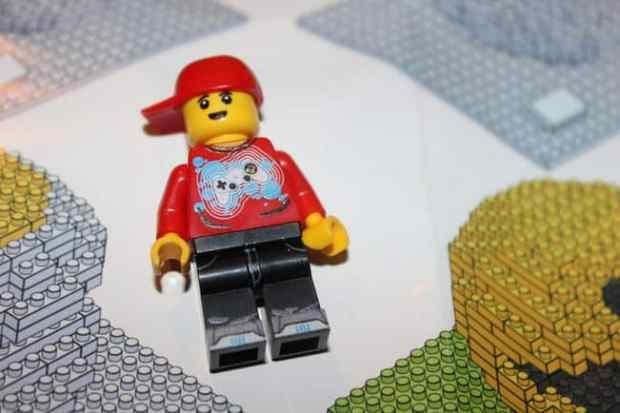 brick minifigure