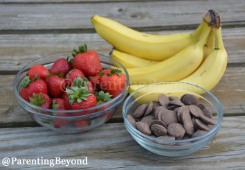 .@ParentingBeyond's Mickey Mouse Chocolate Fruit Pops Popsicles  #Disney #Zoku