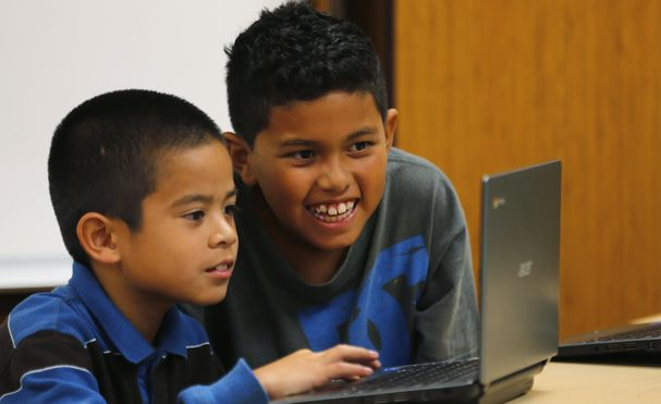 Grade four students work on laptop computers at Monarch School in San Diego, California October 8, 2013. While most of San Diego County is wired for broadband access, the Public Policy Institute of California reports 23 percent of local residents have not connected to a service. Students are going home with digital assignments, or with school-issued technology, but with no active broadband connection in the home, according to a media release.   REUTERS/Mike Blake  (UNITED STATES - Tags: EDUCATION POLITICS BUSINESS TELECOMS)