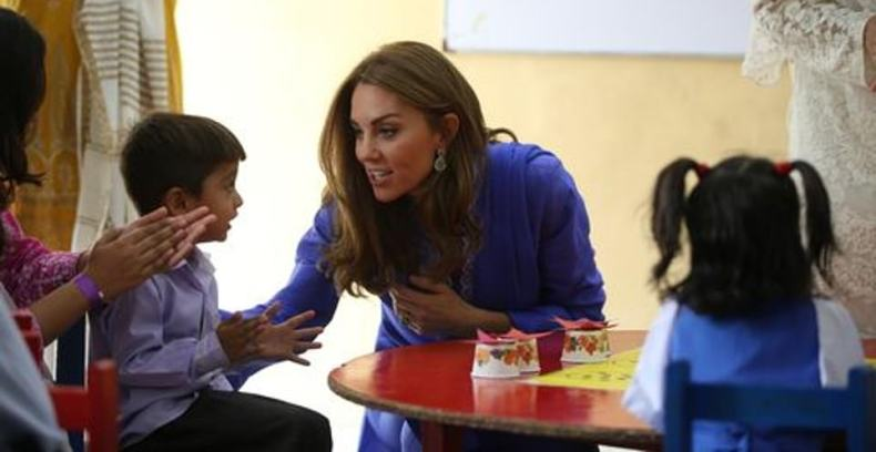 Kate showcased a dazzling pair of earrings that matched her royal blue kurta and scarf designed by Maheen Khan