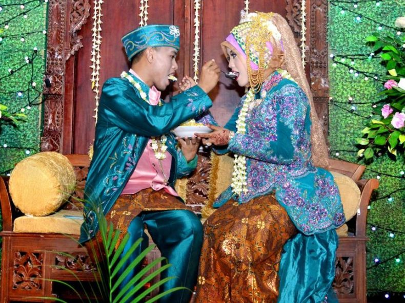 A traditional Javanese wedding ceremony