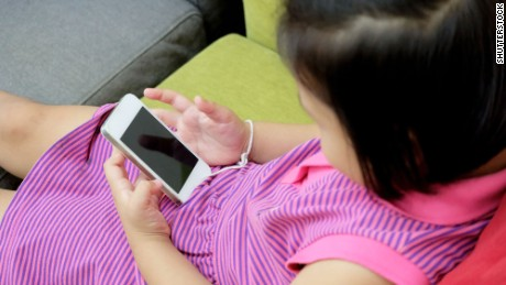 5 things to think about before buying your child a cell phone