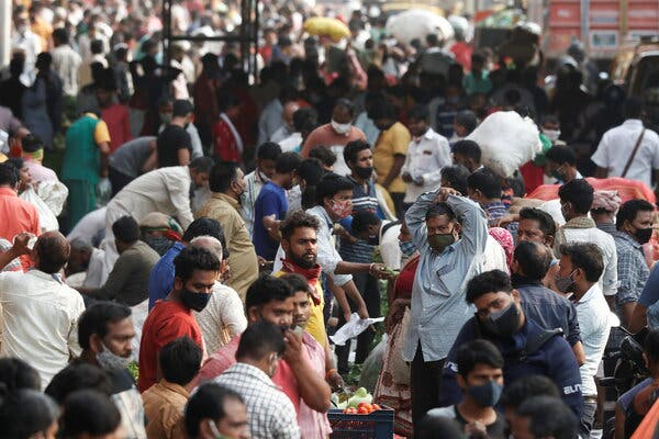 A crowded market in Mumbai, India, on Friday. The surrounding state of Maharashtra is at the center of a new coronavirus outbreak.