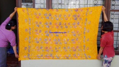 sarong521-16-sarongs-from-indonesia