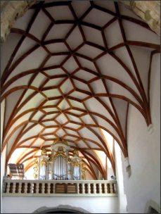 PREJMER- památka UNESCO - je jeden z mnoha opevněných kostelů, které můžete v Sedmihradsku vidět. Výjimečný je tím, jak je zachovalý a především, že má stálou otvírací dobu denně mimo PO od 10 do 17 hodin.
