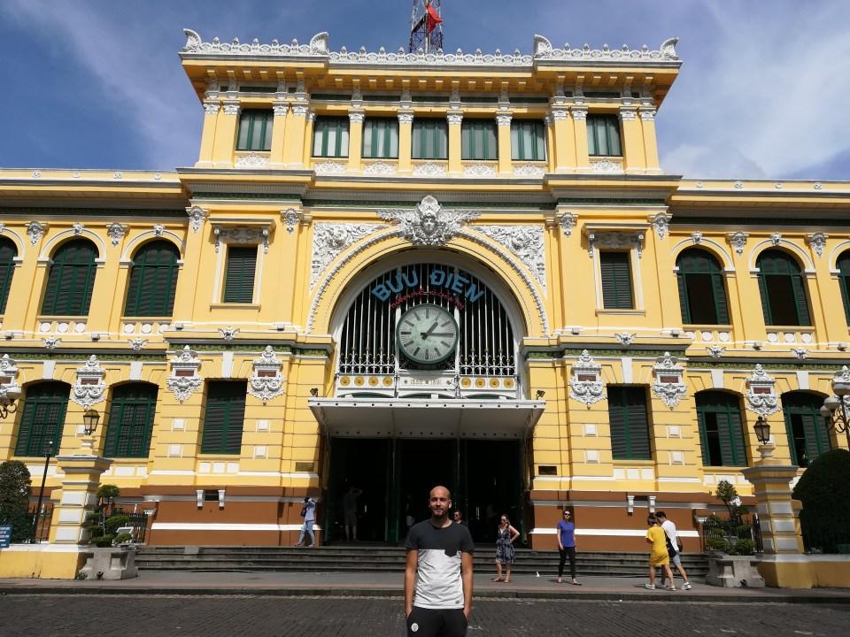 blog-voyage-couple-parfums-de-liberte-leo-et-julie-petit-budget-ho-chi-minh-vietnam-poste