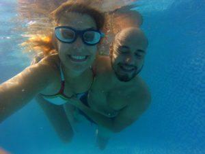 blog-voyage-couple-parfums-de-liberte-leo-et-julie-petit-budget-selfie-couple-vietnam-eau