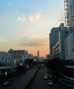 blog-voyage-couple-parfums-de-liberte-leo-et-julie-petit-budget-bangkok-centre-commercial