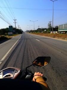 blog-voyage-couple-parfums-de-liberte-leo-et-julie-petit-budget-guide-complet-thailande-scooter