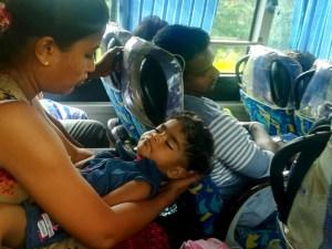 blog-voyage-couple-parfums-de-liberte-leo-et-julie-petit-budget-sri-lanka-guide-complet-deplacement-bus-train