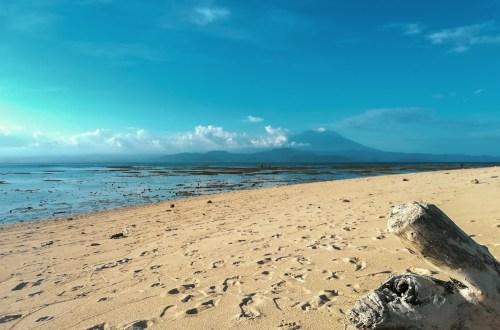 blog-voyage-couple-parfums-de-liberte-leo-et-julie-petit-budget-bali-indonesie-nusa-lembongan-volcan-bali-plage-beach