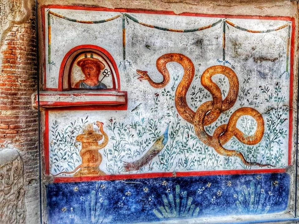 blog-voyage-couple-parfums-de-liberte-leo-et-julie-petit-budget-visiter-italie-visite-fresque-pompei-naples-napoli-camping-vanlife-ruines-archeologie-coronavirus