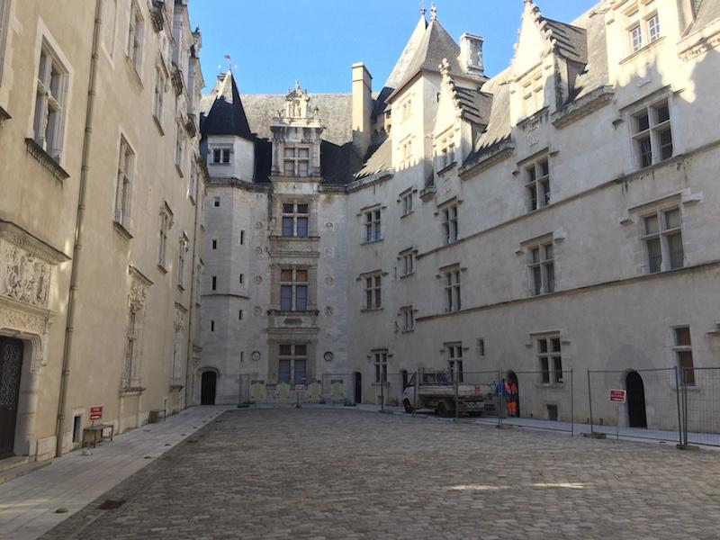 visiter-Pau-201711-chateau-cour-interieure